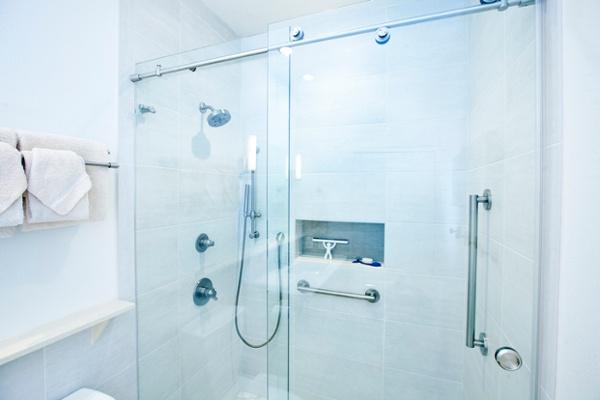 Walk-in Glass Shower Design for Safety & Aesthetics